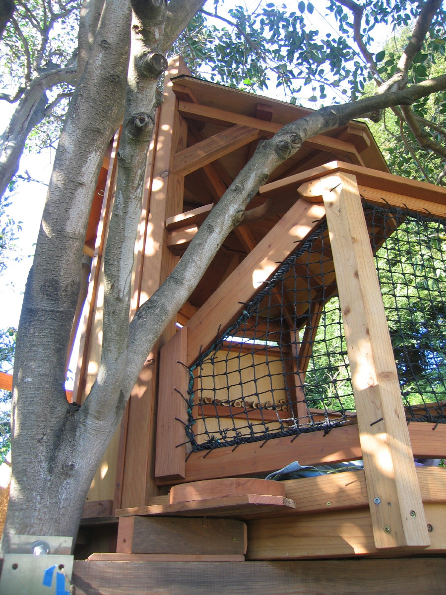 Tree yurt treehouse, view 9