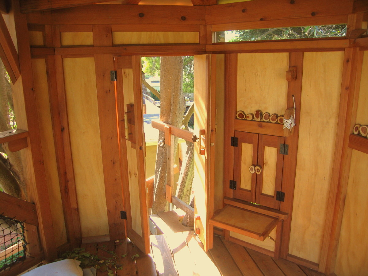 treehouse Doors open, bucket window closed